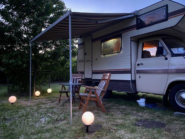 Wohnmobil mitten in der Natur