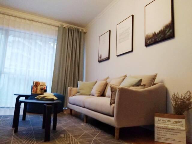 【念】重庆市江北机场旁/邻近地铁站/核心商圈内文艺清新北欧两居全套房屋