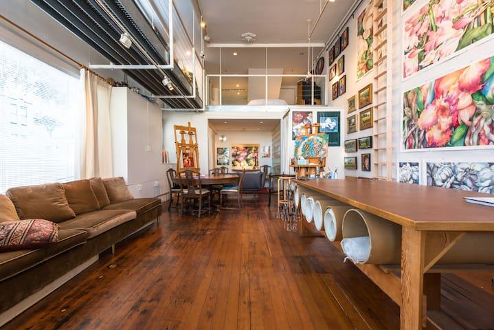 Artist S Studio Loft Bed And Breakfast