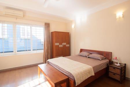 Simple room in a scenic corner of Hanoi - Dom