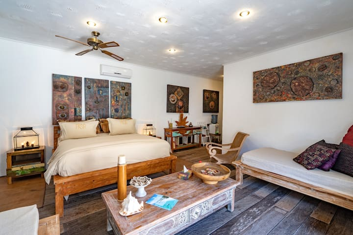 Room Made is a spacious bedroom with 1 king size bed and 1 extra single bed available (additional charge applies - will be included if you select the correct number of guests in your inquiry)