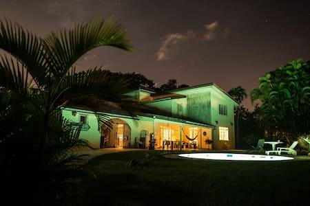 Chambre dans coloc paradisiaque avec piscine