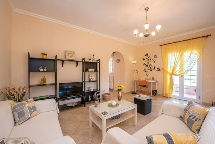 Sunny apartment with great view near Corfu Town - Kontokali - Apartment