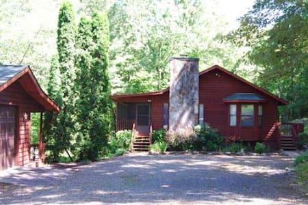 Large spacious 2 bedroom cabin - Murphy - 小木屋