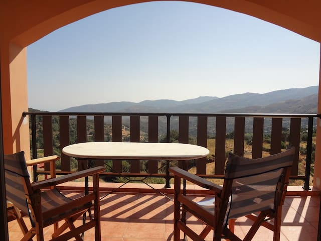 40m2 studio in the heart of Cretan nature - Epanochori - Gjestehus
