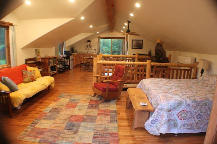 Custom Barn-House and Nature 2 min. from I-44