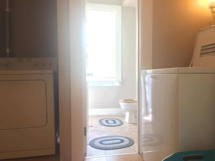 Shared Washroom (Laundry facilities available upon request)