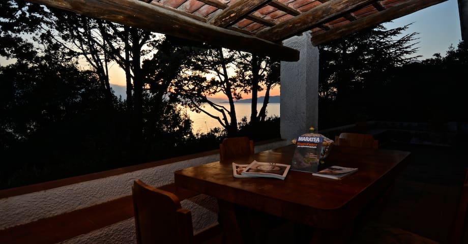 Family Villa 4 BD 3 BA Overlooking the sea