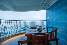 19全海景3房2厅2卫4大床,厨房带麻将房。配套游艇  餐厅等出租  让您吃住游无忧