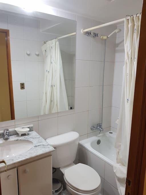 Baño privado (fuera de la habitación)