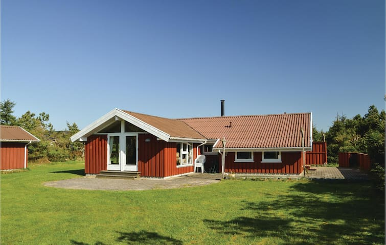 Holiday cottage with 3 bedrooms on 82m² in Løkken