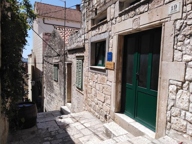 Apartment Bibić - Hvar center old town (2+1)
