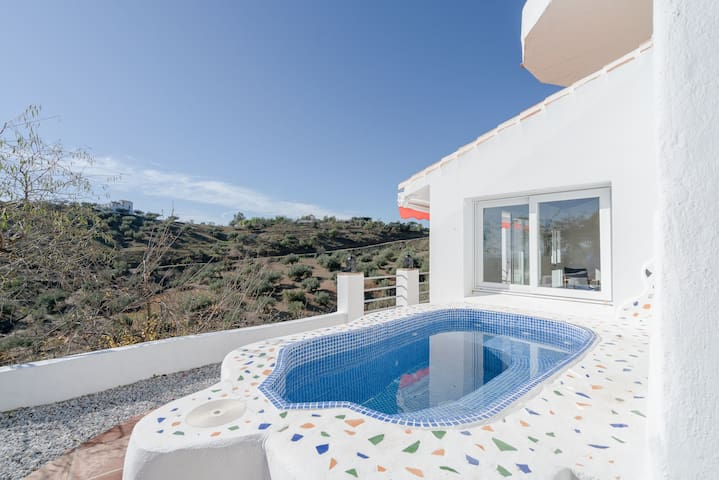 Charming Holiday Apartment Uva Roja with Mountain View, Wi-Fi, Balcony, Terraces, Shared Garden & Shared Pool; Parking Available