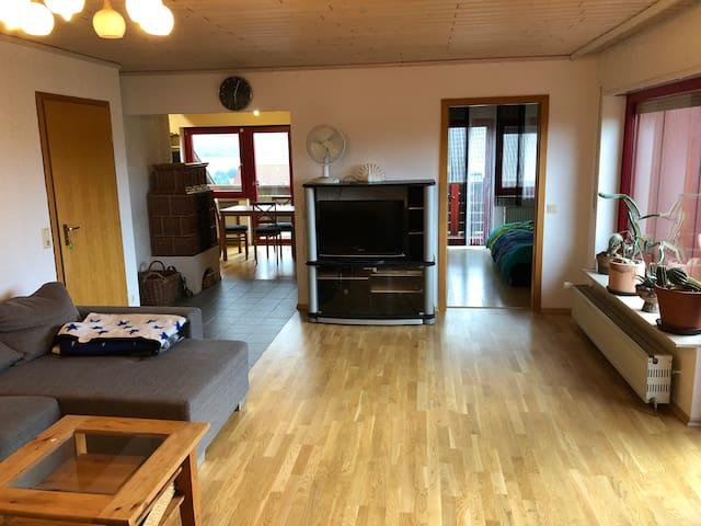 Gemütliche Wohnung in natürlicher Holzatmosphäre