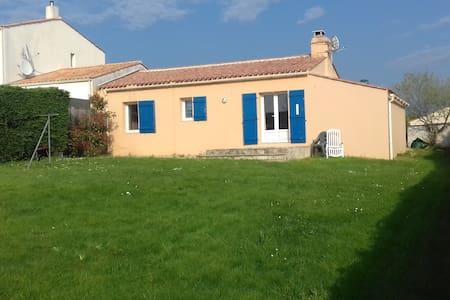 Maison individuelle - Saint-Avaugourd-des-Landes - House
