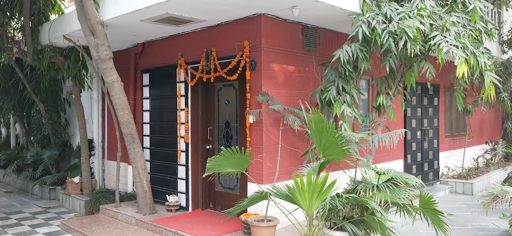BALAJI RESIDENCY (ROOM NO 206) 20 MIN FROM AIRPORT