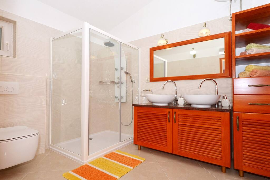 LUXURY BRAND NEW SPACIOUS BATHROOM WITH HYDROMASSAGE SHOWER