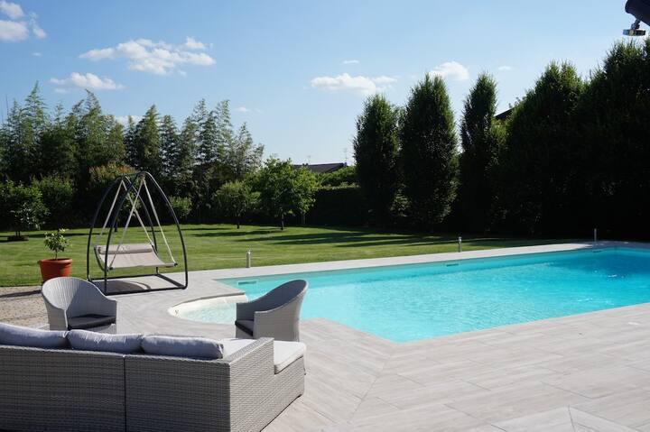 Bellissimo alloggio con piscina