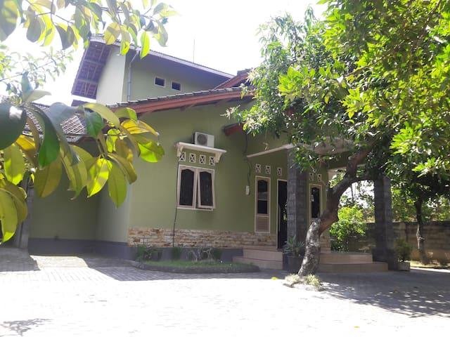 Natural of villager house - Lingsar - บ้าน