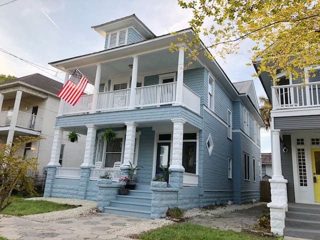 Cozy historic home near downtown Jacksonville.