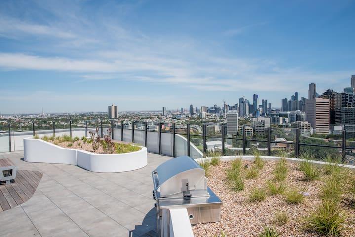 Mesmerising Views -  Modern Melbourne Apartment!