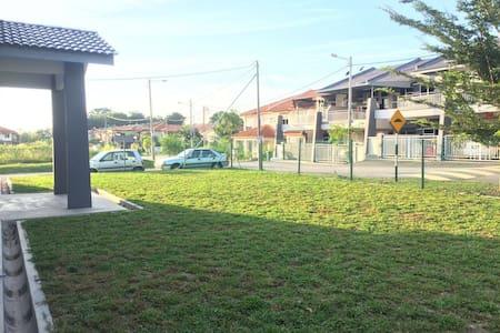 Soundscapes.Homes - Durian Tunggal - Vendégház