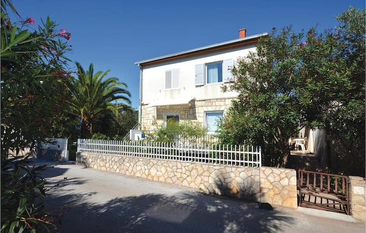 Awesome home in Stari Grad with WiFi and 1 Bedrooms