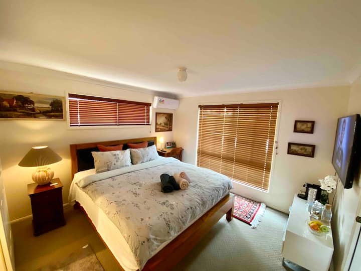 Quiet Master room with En-suite & Air-con