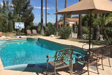 Calabasas 2 bedrooms unit with separate entrance. - Calabasas - Guesthouse