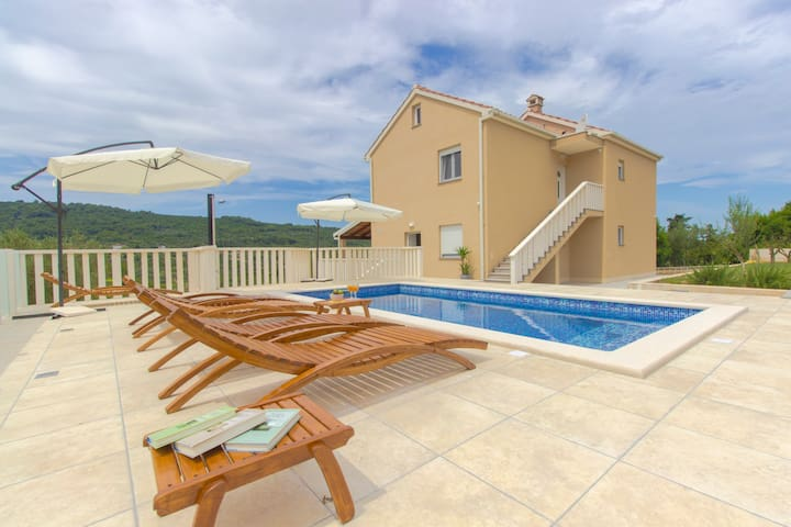 """Paradise"" apartment with pool, Dugi otok"