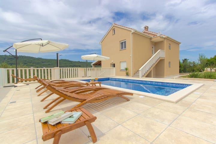 """""""Paradise"""" apartment with pool, Dugi otok"""