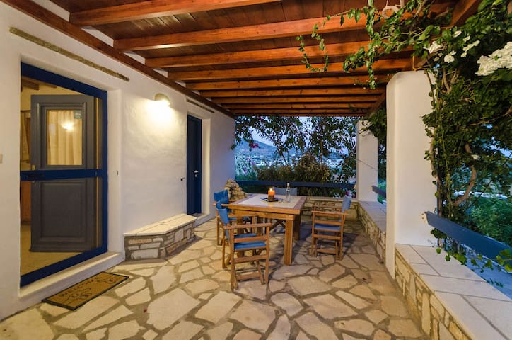 House by the Beach for 2-4, in Aliki Paros