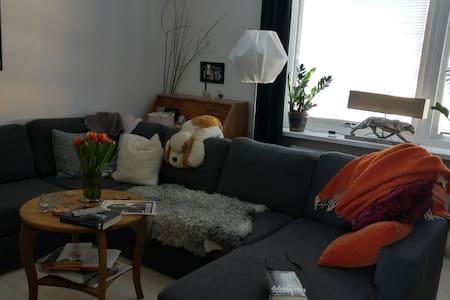 Rum i lägenhet, centralt läge.