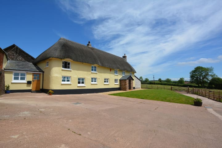 Large Thatched Devon Farmhouse sleeps X8 or X10