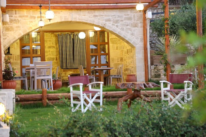 Deluxe stone apartment for 5 people - Kato Asites - Daire