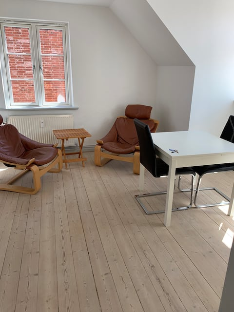2-værelses lejlighed med eget køkken,bad og toilet