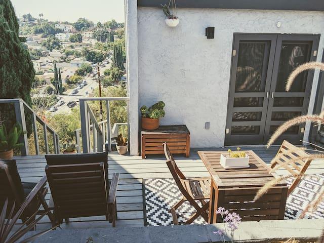 Private entry room & bath in LA Hills, near DT LA