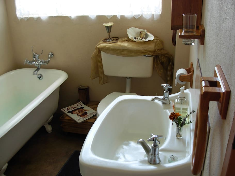 Bathroom in Hoep Hoep: shower and bath