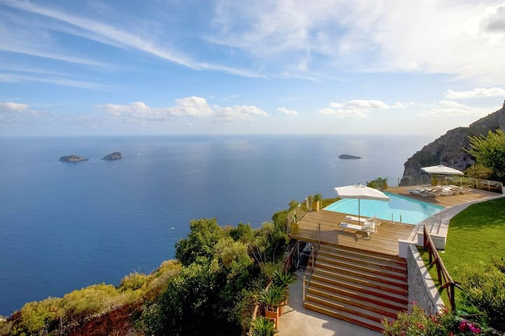 Amalfi Horizon