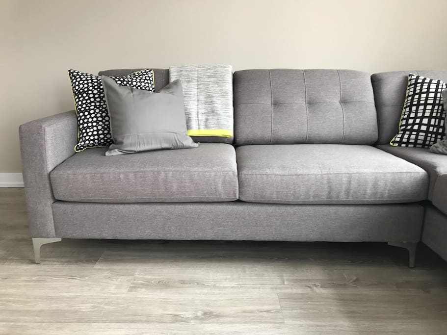 Pull-out sofa bed that sleeps 2