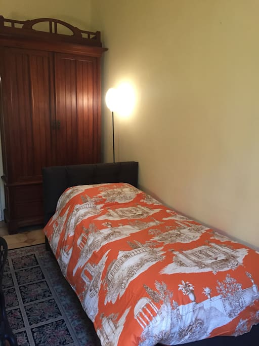 Armadio stanza con 2  letti singoli