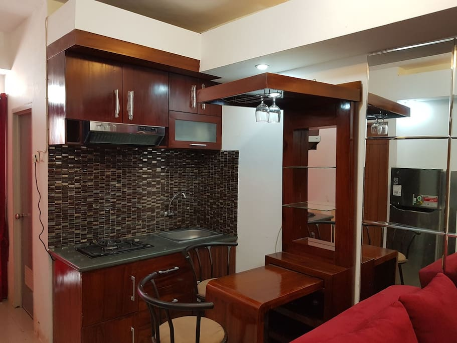kitchen set and minibar
