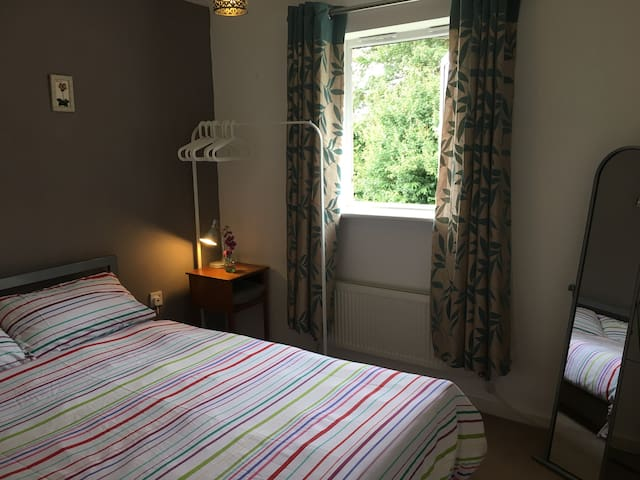 Sparkly Clean Comfy Double Room with Free Parking