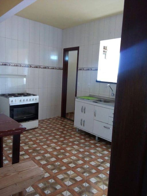 Large kitchen. Stove has six eyes for those of you who are gormet chefs. Tem accesso a cozinha.