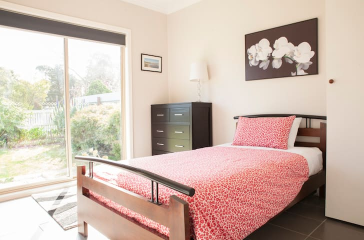 Bedroom3 with single bed + trundle