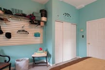 Slat board for hanging garments.  Note: Room has been freshly painted.  Actual color in first pictures of this listing.