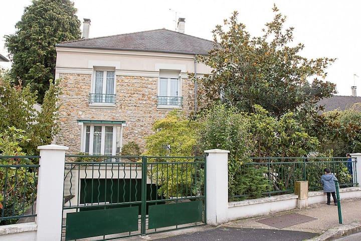 Grande maison familiale proche Paris & Versailles