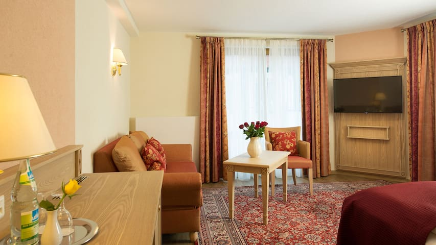 Hotel Rebstock, (Baden-Baden), Junior Suite mit Terrasse