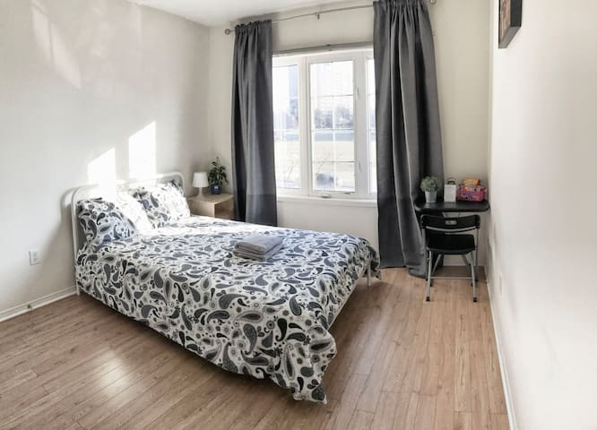 Two bedrooms at YorkU wth parking. Walk to subway.