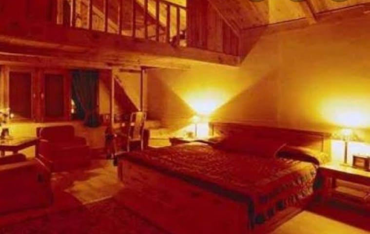 Teddy's Lodge- A luxury cottage, Dalhousie